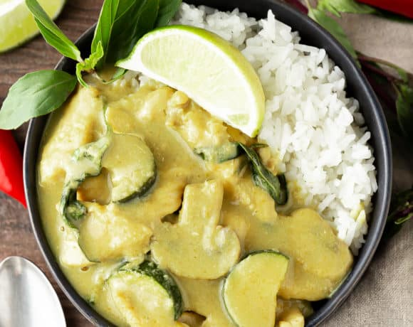 thai green curry ready to eat