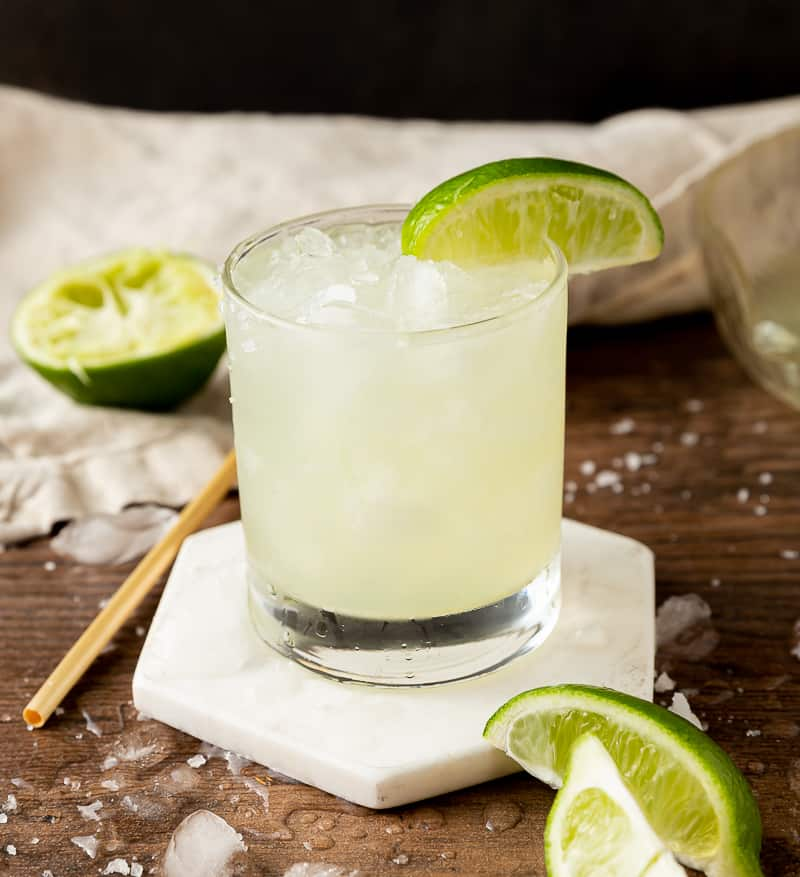 margarita with limes and ice