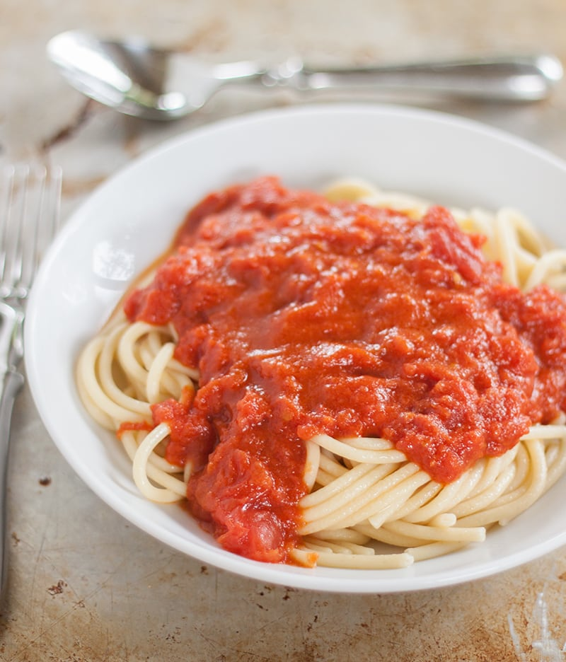 Super easy weeknight dinner idea: 3 ingredient Italian tomato sauce for spaghetti or your favorite pasta dish