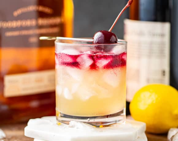 New York Sour ( Whiskey Sour with Red Wine Float )