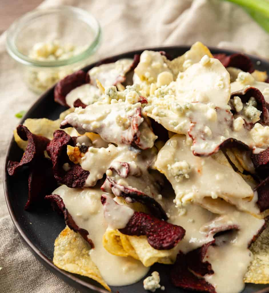 blue cheese sauce on chips