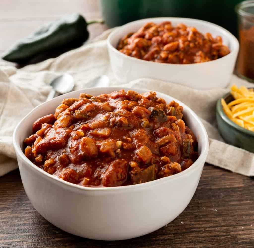 healthy ground turkey chili in bowls