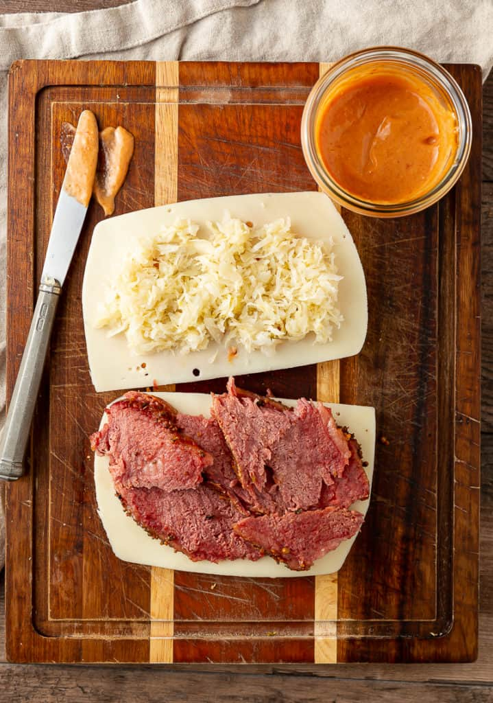 what's on a reuben sandwich